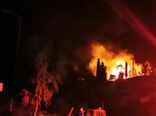 Φωτογραφία για Σάμος: Πυρκαγιά στο ΚΥΤ στο Βαθύ - Εκκενώνεται η δομή