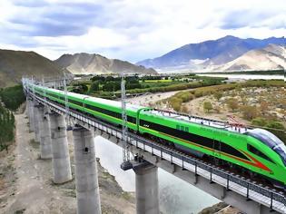 Φωτογραφία για Ταξιδεύοντας μέσα από τα Θιβετιανά βουνά: Το πρώτο τρένο σφαίρα στο Θιβέτ
