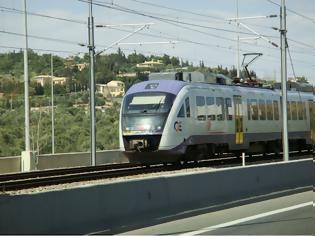 Φωτογραφία για Κάτω Πατήσια: Τρένο του προαστιακού συγκρούστηκε με αυτοκίνητο