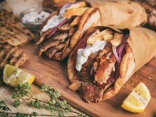 Φωτογραφία για Σουβλάκι: Αυξάνεται η τιμή στο αγαπημένο φαγητό των Ελλήνων – Πόσο θα κοστίζει