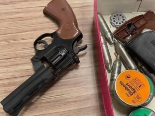 Φωτογραφία για Απόπειρα δολοφονίας στην Αλεξάνδρας: Ενας εκ των συλληφθέντων έβγαλε πιστόλι στους αστυνομικούς