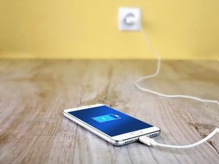 Φωτογραφία για Ε.Ε.: Ένας φορτιστής για όλα τα κινητά – Πλήγμα στην Apple