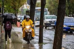 «Μπάλλος»: Χαμός στην Αττική από τη σφοδρή καταιγίδα
