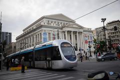 Προσοχή στην εναέρια γραμμή του Τραμ εφιστά στους κατοίκους του Πειραιά η Αττικό Μετρό.