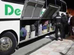 Φωτογραφία για Αναγνώστης περιγράφει το χάος που επικρατεί κατά την αναχώρηση των αλβανικών λεωφορείων