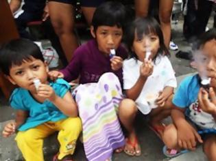 Φωτογραφία για Τρίχρονοι «καπνιστές» στην Ινδονησία