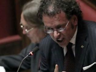 Φωτογραφία για Ιταλός βουλευτής: Έχετε σπάσει τα @ρχίδι@ της νεολαίας!