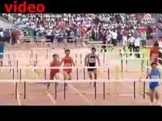 Φωτογραφία για VIDEO: Έτρεξε 100 μέτρα μετ' εμποδίων μέσα από τα εμπόδια