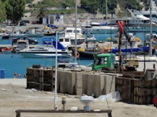 Φωτογραφία για Συνεχίζονται οι εργασίες ανακατασκευής στο λιμάνι της Κύμης