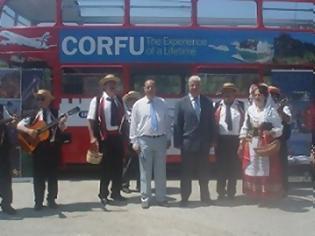 Φωτογραφία για Tι γυρεύει ένα λονδρέζικο λεωφορείο στην Κέρκυρα;