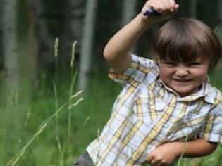 Φωτογραφία για Ταφόπλακα καταπλάκωσε και σκότωσε παιδί