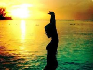 Φωτογραφία για ΔΕΙΤΕ: Διάσημο μοντέλο στα μαγικά νερά της Τζαμάικα...