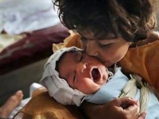 Φωτογραφία για Έθαψε ζωντανό το νεογέννητο κοριτσάκι του επειδή ήταν παραμορφωμένο σωματικά