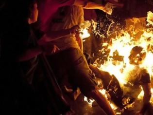 Φωτογραφία για ΔΕΙΤΕ: Σοκαριστικές φωτογραφίες διαδηλωτή που αυτοπυρπολήθηκε στο Ισραήλ