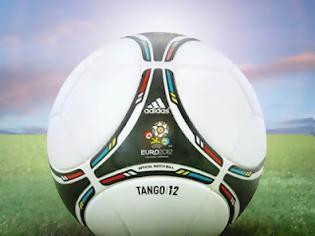Φωτογραφία για Adidas Tango 12.. H ΝΕΑ ΜΠΑΛΑ ΤΗΣ SUPER LEAGUE!