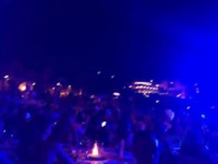 Φωτογραφία για Σαμπάνια 28.000 ευρώ ...με αστακοσαλάτες, καραβιδόψιχες σε πάρτυ με Ρέμο στη Μύκονο!