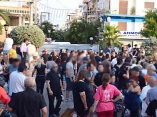 Φωτογραφία για Νίκαια : Στελέχη του ΣΥΡΙΖΑ φωτογράφιζαν και στοχοποιούσαν όσους έπαιρνα τρόφιμα από τους κακούς φασίστες [Φώτο + Βίντεο]
