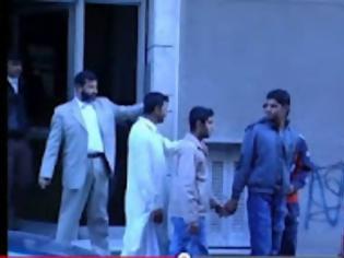 Φωτογραφία για Βίντεο σοκ! Πακιστανοί απαγάγουν ομοεθνείς τους μέσα από τα σπίτια τους, στο κέντρο της Αθήνας