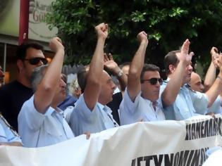 Φωτογραφία για ΑΝΤΙΔΡΑΣΕΙΣ ΑΠΟ ΑΣΤΥΝΟΜΙΚΟΥΣ, ΠΥΡΟΣΒΕΣΤΕΣ ΚΑΙ ΛΙΜΕΝΙΚΟΥΣ Ενστολη διαμαρτυρία στη Βουλή