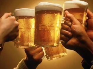 Φωτογραφία για Το σχήμα του ποτηριού επηρεάζει πόσο θα πιούμε!