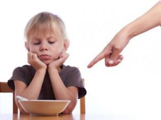 Φωτογραφία για Λάθος τρόποι για να μάθει το παιδί σου να τρώει σωστά!