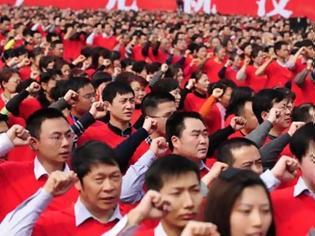 Φωτογραφία για Τους εξαναγκάζουν να ορκίζονται πίστη στο Κομμουνιστικό κόμμα…