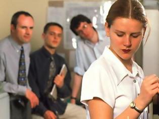 Φωτογραφία για Το αφεντικό σας παρενοχλεί σεξουαλικά; Κι όμως υπάρχουν και.. χειρότερα!