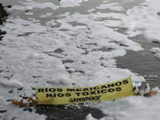 Φωτογραφία για ΔΕΙΤΕ: Διαμαρτυρία μέσα το νερό