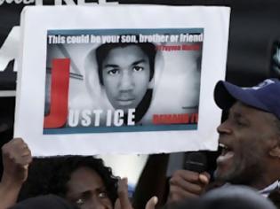 Φωτογραφία για Να χυθεί άπλετο φως στη δολοφονία νεαρού Αφροαμερικανού ζητά ο Ομπάμα