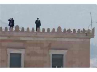 Φωτογραφία για Βάλανε παρατηρητές ακόμη και στη στέγη της βουλής...