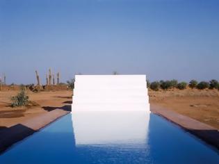 Φωτογραφία για Μια πισίνα στη μέση της ερήμου