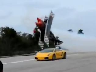 Φωτογραφία για Τρελός πιλότος εναντίον Lamborghini! [video]