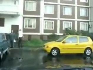 Φωτογραφία για ΑΠΙΣΤΕΥΤΟ VIDEO: Γυναίκα οδηγός προσπαθεί να παρκάρει