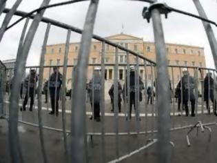 Φωτογραφία για Τα κάγκελα και τα φρούρια προστατεύουν τα καθεστώτα