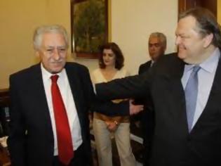 Φωτογραφία για Κουβέλης: Δεν πρέπει να υπάρξει καμία απόλυση - Βενιζέλος:Οχι σε απολύσεις