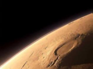 Φωτογραφία για Χιόνι διοξειδίου του άνθρακα φαίνεται ότι πέφτει στο νότιο πόλο του Άρη