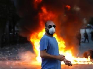 Φωτογραφία για Η τρόικα σπρώχνει την κοινωνία στην εξέγερση