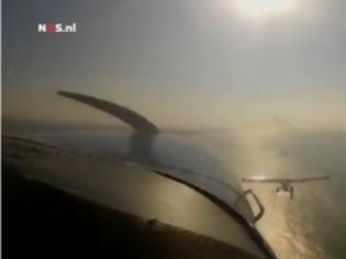 Φωτογραφία για Σώθηκαν από τύχη οι χειριστές όταν μπλέχτηκαν τα φτερά δυο αεροπλάνων. Δείτε το video