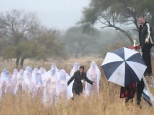 Φωτογραφία για Γυμνοί για να τιμήσουν τη νύχτα των νεκρών (ΦΩΤΟ)
