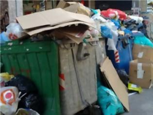 Φωτογραφία για 4.500 τόνοι σκουπιδιών πνίγουν την Αθήνα
