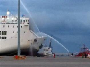 Φωτογραφία για Πάτρα:Κόλαση φωτιάς στο ''Κρήτη ΙΙ'' - Αγνοείται μέλος του πληρώματος!
