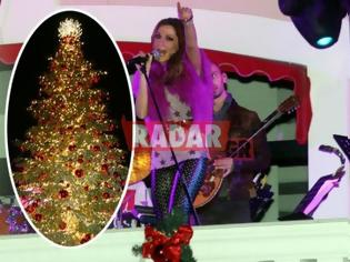 Φωτογραφία για ΔΕΣΠΟΙΝΑ ΒΑΝΔΗ-Άναψε το χριστουγεννιάτικο δέντρο σε εμπορικό κέντρο