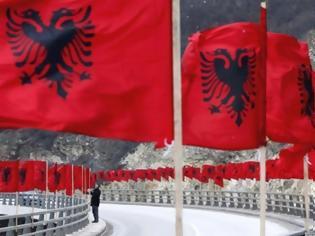 Φωτογραφία για Οι κάτοικοι της Κορυτσάς εξαφάνισαν «εν μια νυκτί» όλες της αλβανικές σημαίες απ' την πόλη τους!