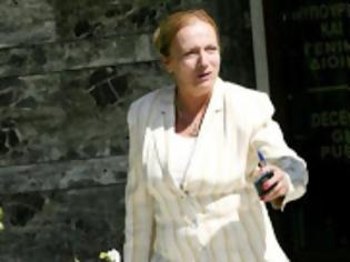 Φωτογραφία για Καρδιακό επεισόδιο υπέστη η Ρεγγίνα Βάρτζελη στη Βουλή