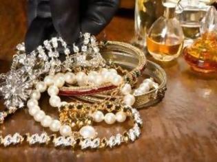 Φωτογραφία για Πάτρα: Τι φαντάζεστε ότι έκανε τσιγγάνος για να μην βρουν τα κοσμήματα που έκλεψε;
