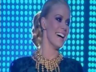 Φωτογραφία για Παραλίγο να πέσει στην έναρξη του Dancing η Ζέτα Μακρυπούλια: - Δείτε το βίντεο