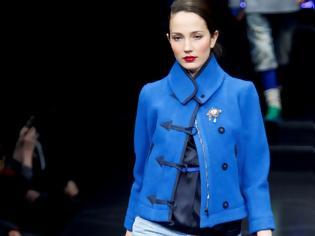 Φωτογραφία για Fashion trend  Το μπλε χρώμα στο look σας 5e9568194ad