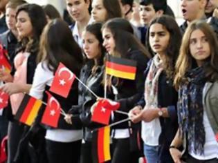 Φωτογραφία για Δίλημμα ιθαγένειας στα παιδιά των μεταναστών στη Γερμανία