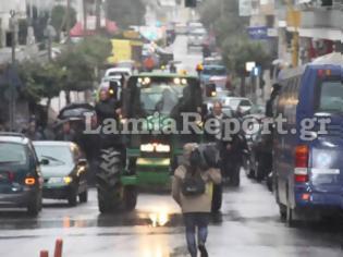 Φωτογραφία για ΤΩΡΑ στη Λαμία: Με τα τρακτέρ έξω από τα δικαστήρια οι αγρότες