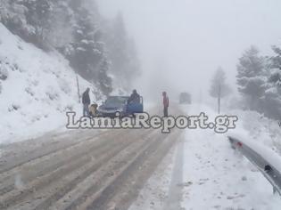 Φωτογραφία για Με αλυσίδες για Καρπενήσι - Τους 30 πόντους έφτασε το χιόνι στις Βρύζες